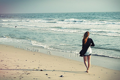 10 ways to walk at home - girl walking at beach
