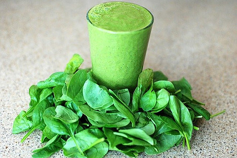 what is super greens powder - photo of spinach and green smoothie