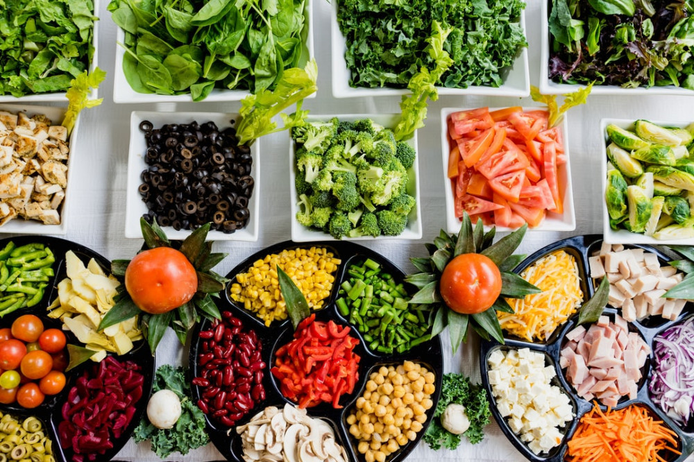 how to eat healthy at college dining halls fruits and veggies photo